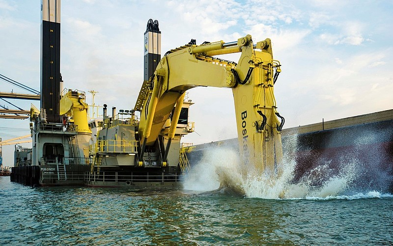 Backhoe dredgers